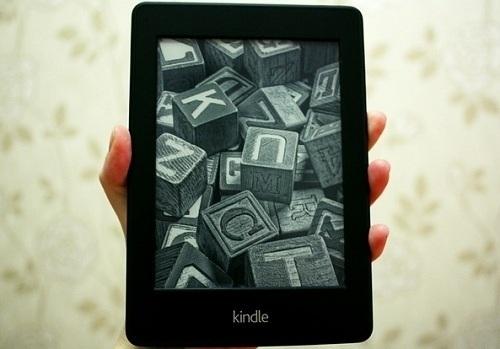 Amazon Kindle Paperwhite e-reader pros